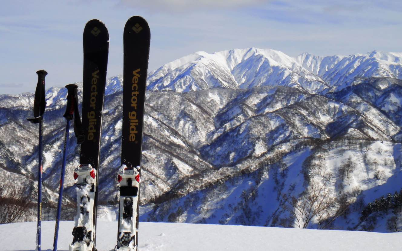 胎内スキー場で春山登山